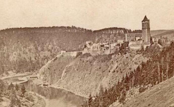 Ein altes Bild der Burg Zvikov
