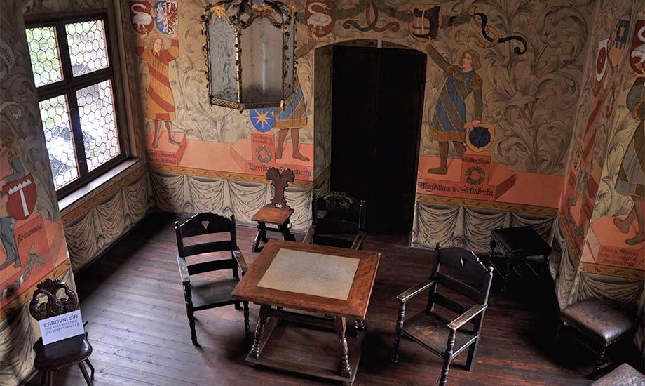 Innenraum der Burg Zvikov